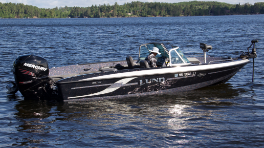 Lund Tyee 208 fish and ski boat rental on Lake Vermilion