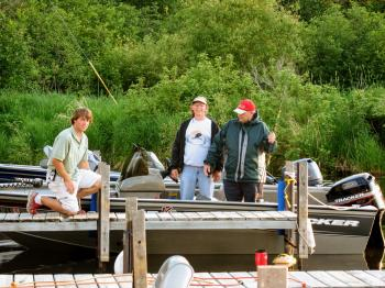 A member of Pehrson Lodge dock staff helps guests in the harbor