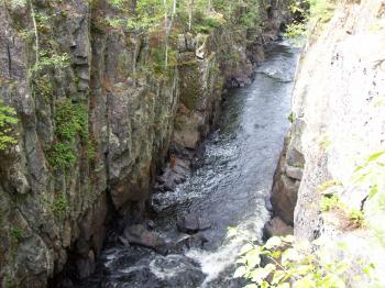 A look into the Vermilion Gorge from the top
